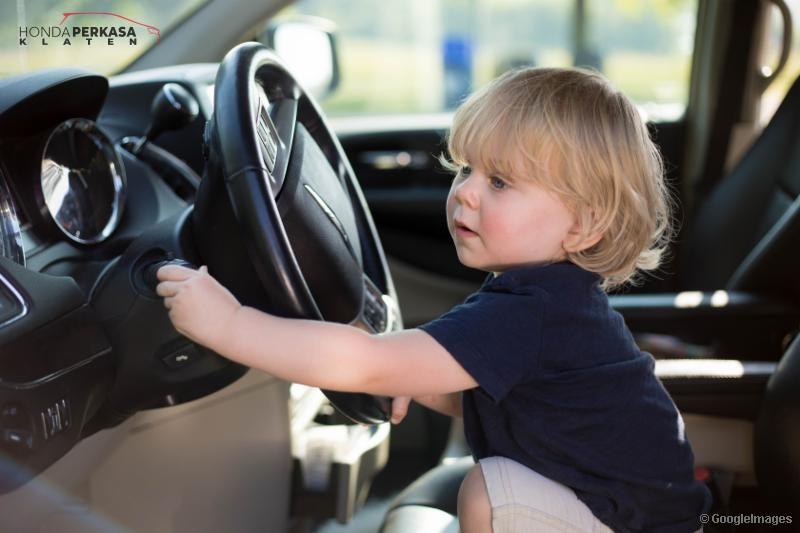 Bahaya Tinggalkan Anak DiMobil